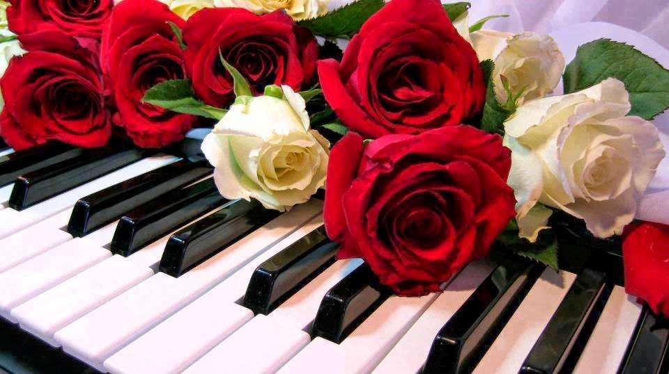 Su piano...su música...