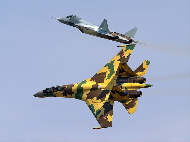 Su-35 and T-50 dogfight