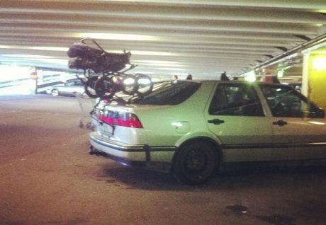 barnvagn på bilen