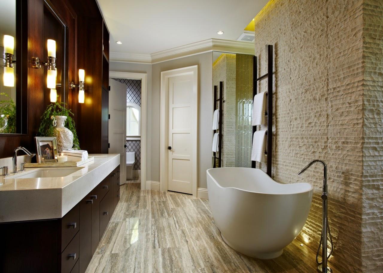 Bồn tắm hiện đại và vòi rửa tay thon dài cho không gian nhỏ