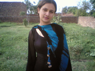 New 2014 Hot Pakistani Desi Girl HD Full Size Wallpapers