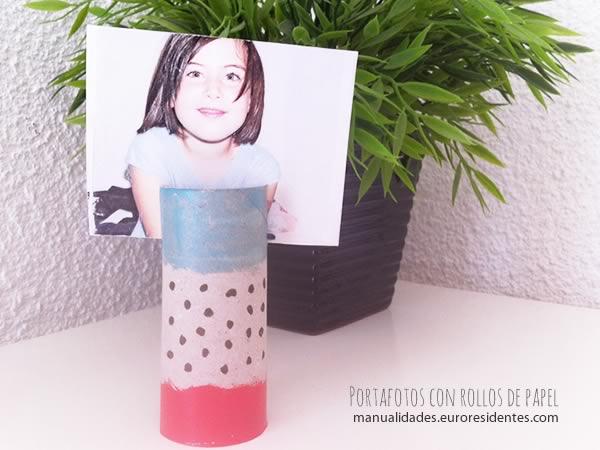 Portafotos con rollos de papel