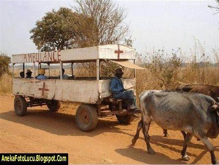 foto lucu Mobil Ambulance Jaman Dulu