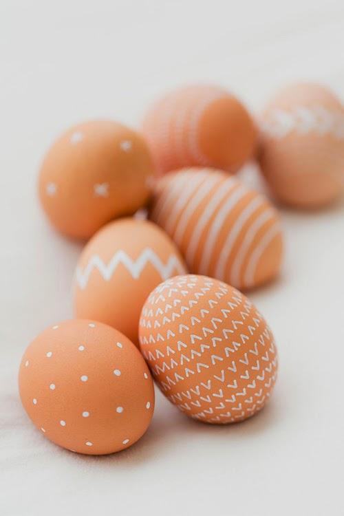 http://www.kaleyann.com/2014/04/natural-brown-easter-eggs/