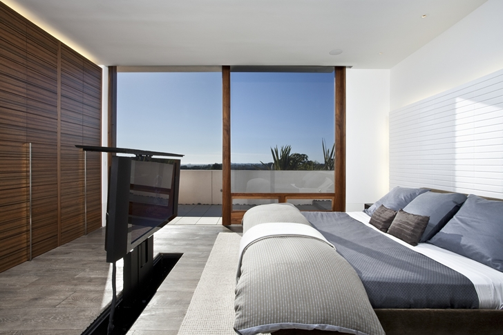 Bedroom with tv in CORMAC Residence In California