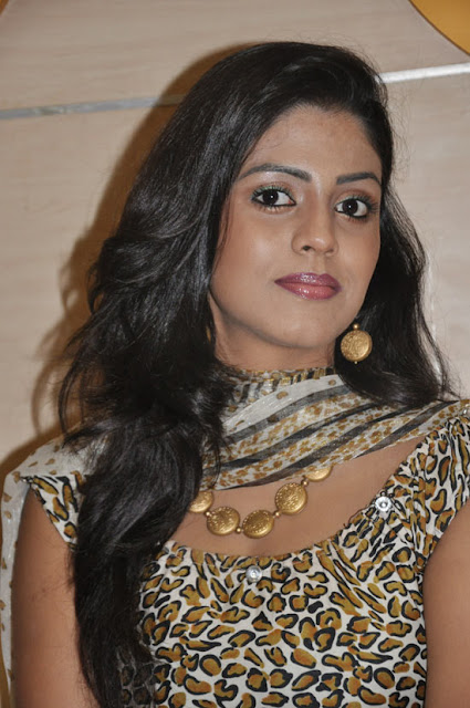 iniya new in mouna guru audio launch cute stills