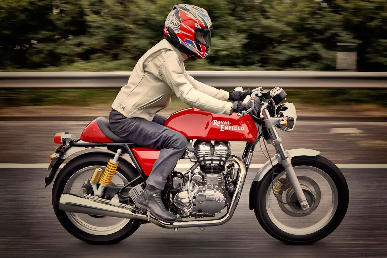 royal enfield continental gt launched at a price of. Black Bedroom Furniture Sets. Home Design Ideas
