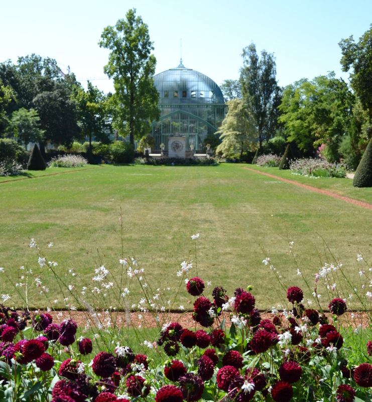 Anyone for tennis at the jardin des serres d 39 auteuil invisible paris - Serre de jardin 12m2 ...
