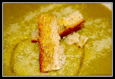 crostini di pane su vellutata