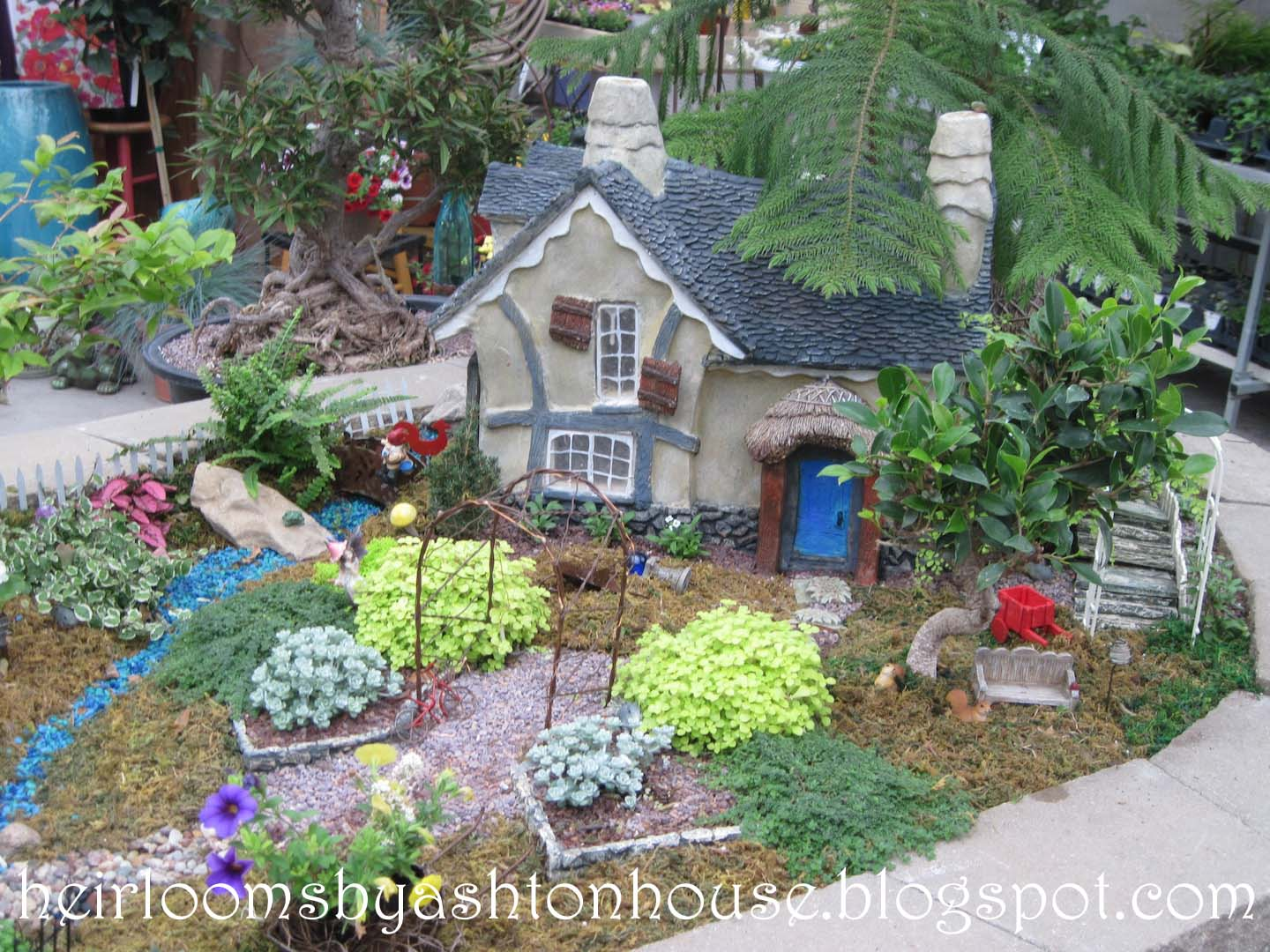 Heirlooms by ashton house magical miniature gardens for Mini garden landscape