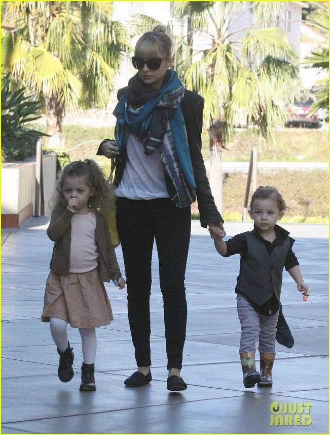 Nicole Richie goes Christmas Shopping with Harlow & Sparrow