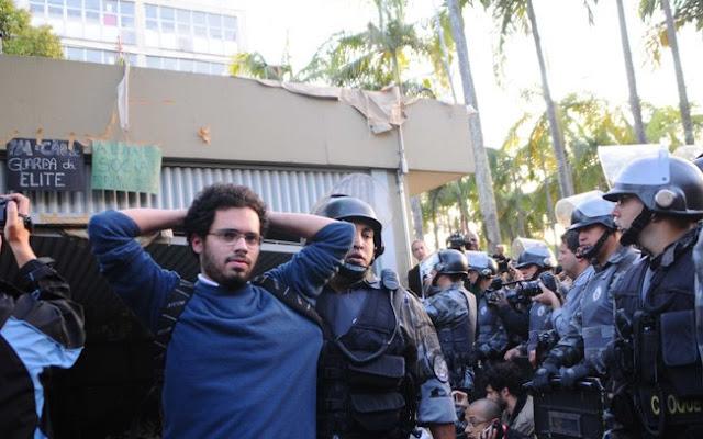 guerra policiais e estudantes da USP