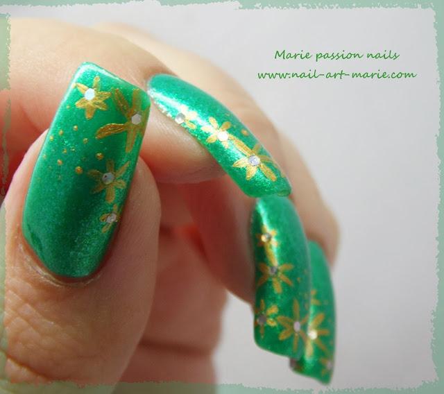 Nail art étoiles dorées très facile pour débutantes3