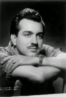 Junco Jr. tuvo que recurrir a su amigo y paisano Tony Chiroldes, más tarde conocido como Tony Chiroldy, para que la interpretara urgentemente la canción Nosotros.