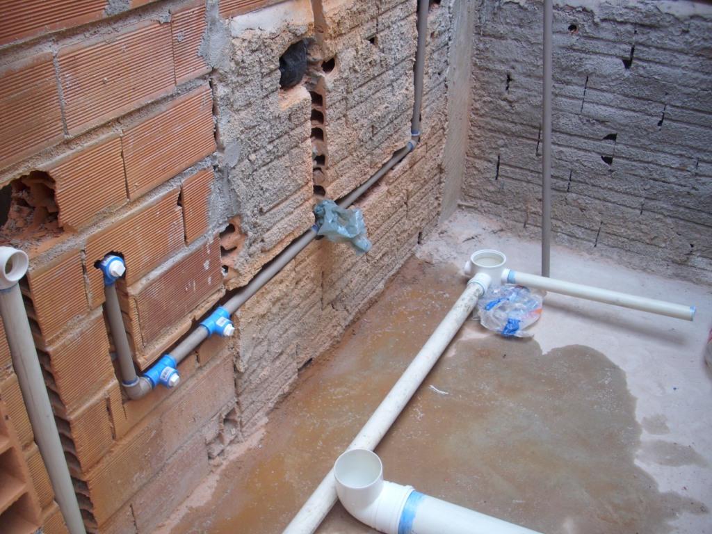 com as paredes bem alta. Essa fase foi feita esse ano no banheiro  #456386 1024 768