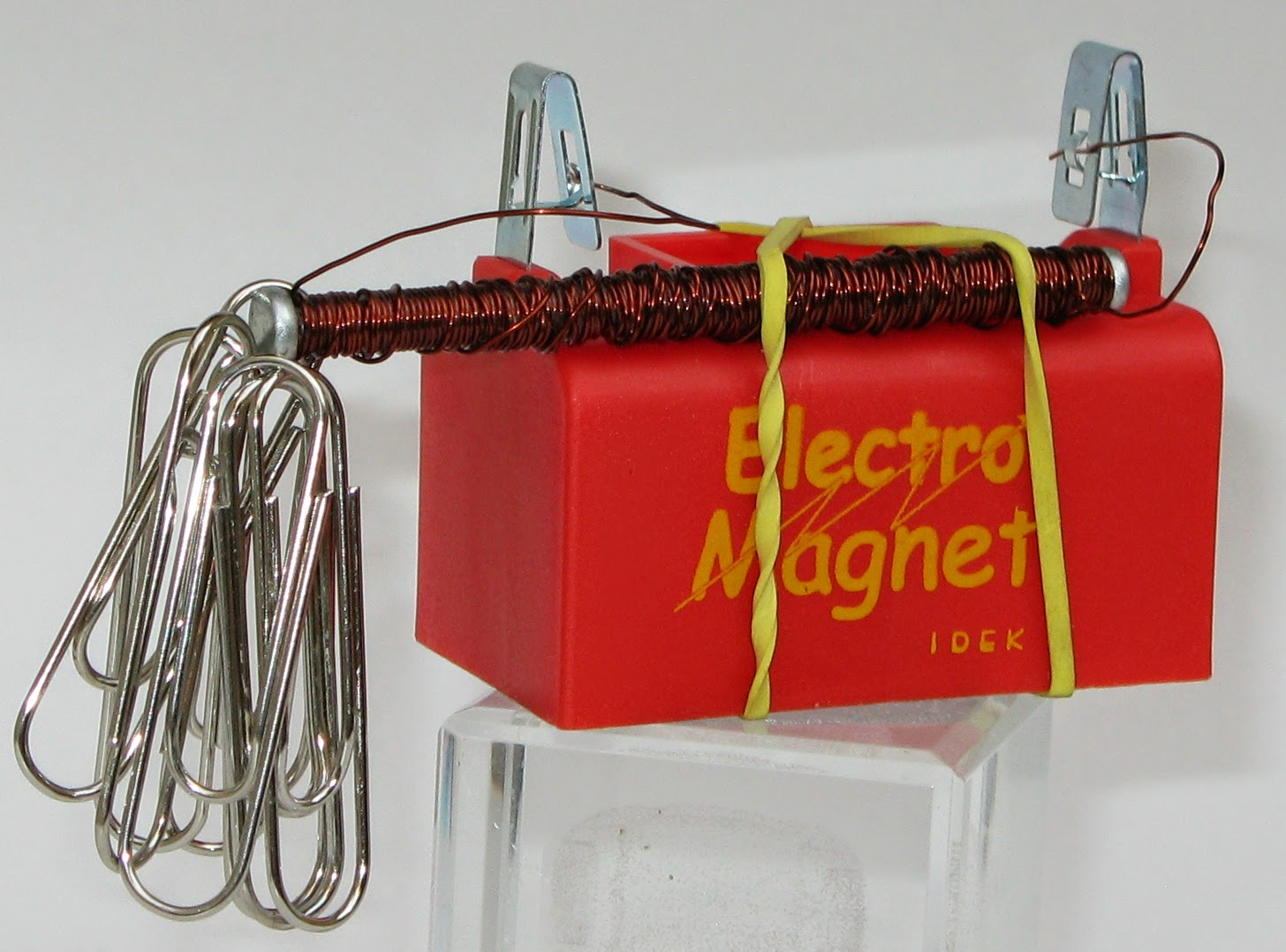 Innovative design educational kits the kit consists of battery box copper wire rod copper contacts and a switch its a do it yourself kit with an instruction manual which gives a step by solutioingenieria Gallery