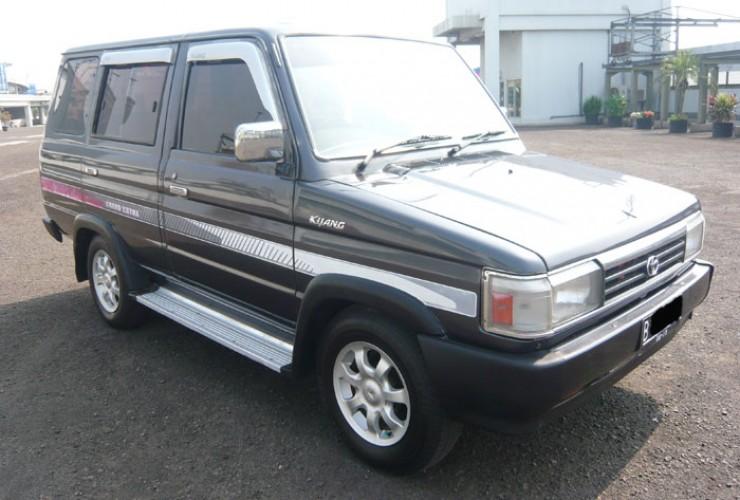 Tips Membeli Mobil Bekas. This is Kijang Grand 2006.