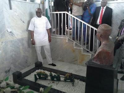Fayose visits Awolowo residence,awolowo grave,awolowo's grave.