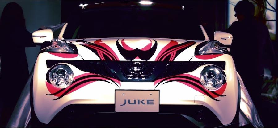 世界に1台!歌舞伎メイク仕様の日産「ジューク」が夜の東京を走る。