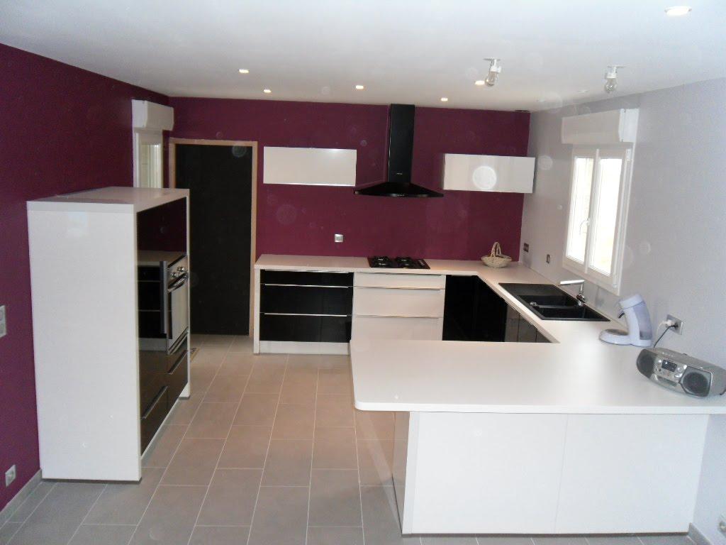 espace c ramique troyes cuisines salles de bains cuisine noir et blanc brillant. Black Bedroom Furniture Sets. Home Design Ideas