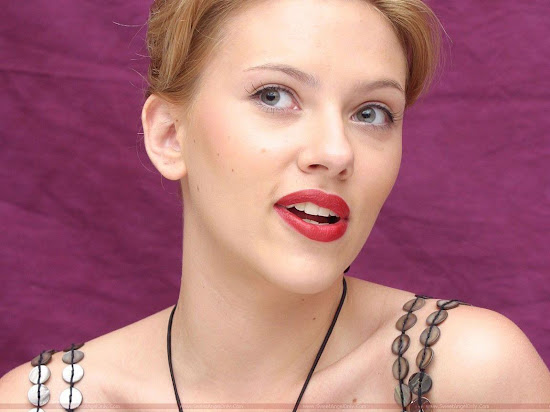 Scarlett_Johansson_dark_hot_lips