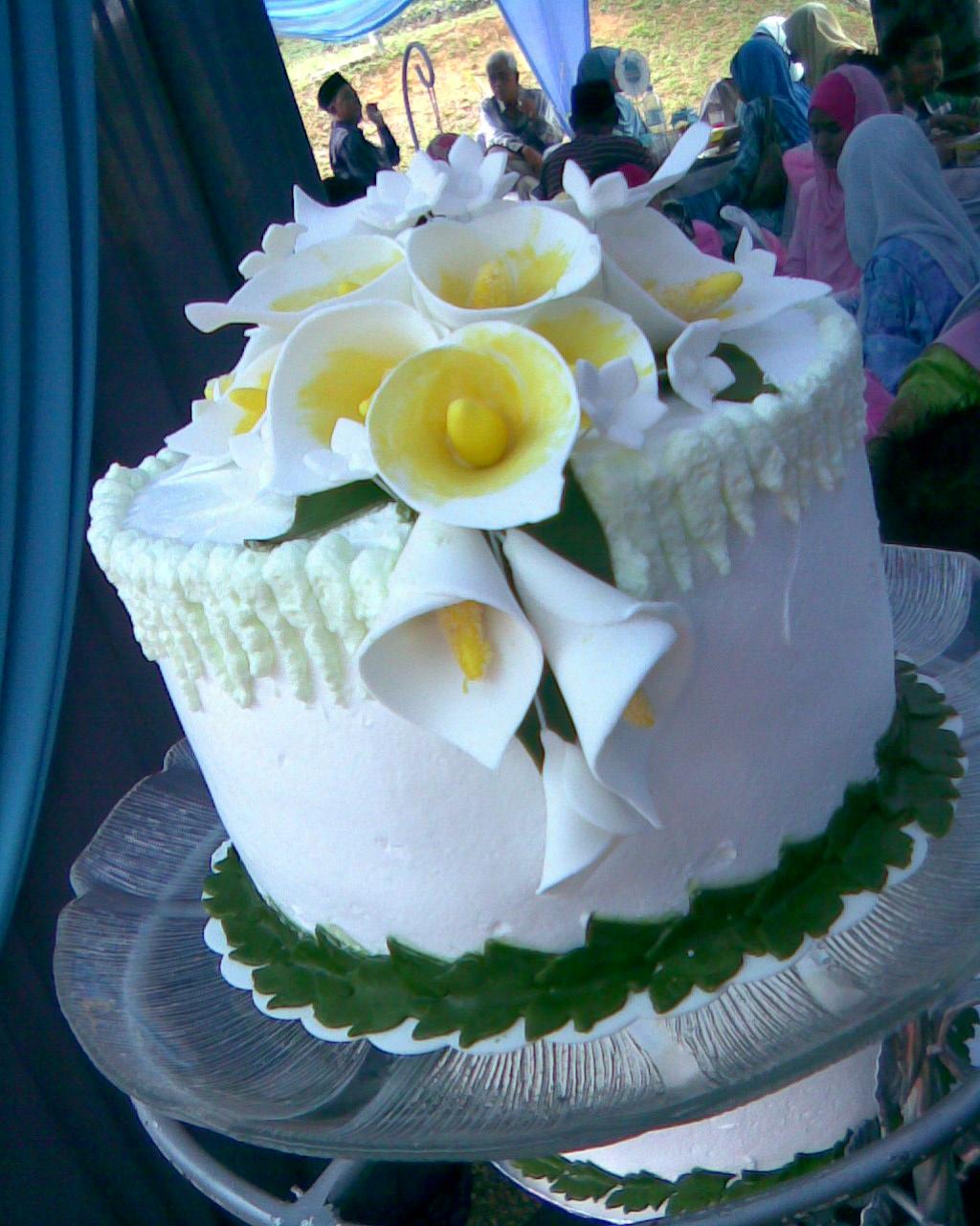 jujucupcakes Calla Lily Wedding Cake