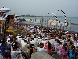 melasti in Bali, hindu ritual in bali, melasti on the beach, Hari Raya Nyepi, Nyepi Day, Balinese New Year, Bali tradition, Balinese calendar, nyepi holiday, holiday in Bali,