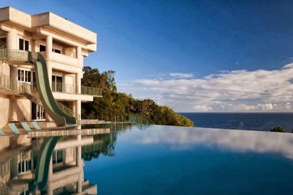 Dise o de una mansi n casa de lujo frente al mar fotos for Casas modernas junto al mar