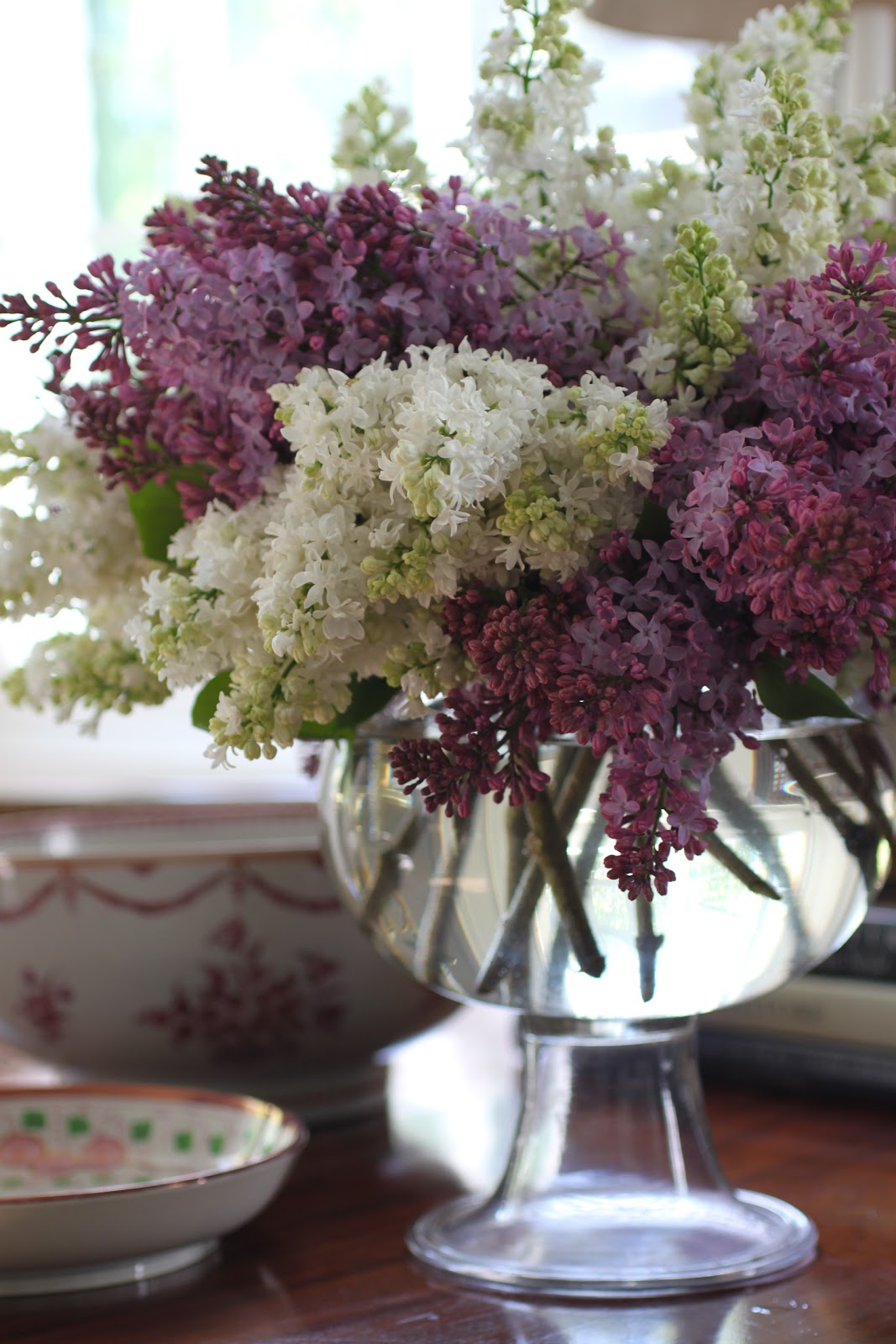 Flower vase pronunciation - A Vase Of Freshly Cut Lilacs Sitting On A Table In Our Drawing Room At Darlington House