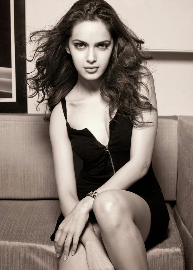 Shazahn Padamsee in black bra topless photoshoot pics of bollywood actresses