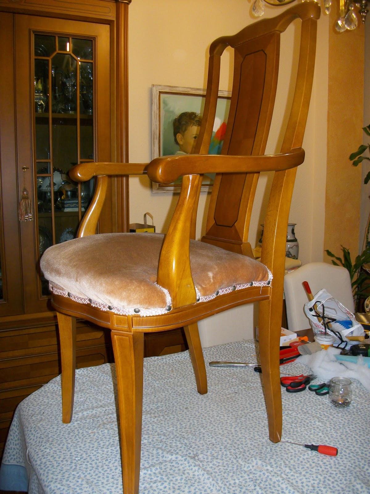 El blog de la restauradora tapizado de dos sillas de for Sillas comedor con brazos