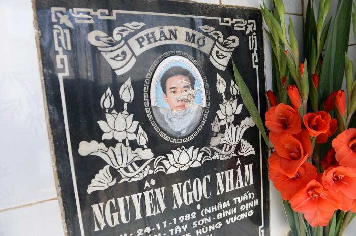 Gia Lai: Hàng trăm di ảnh trên bia mộ ở Nghĩa trang TP. Pleiku bị đập phá