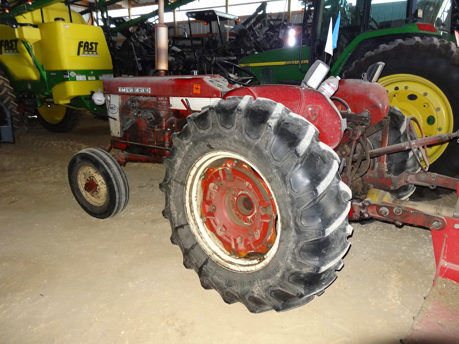 international 460 utility tractor at home