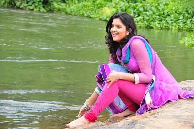 nippu movie new deeksha seth ravi teja unseen pics