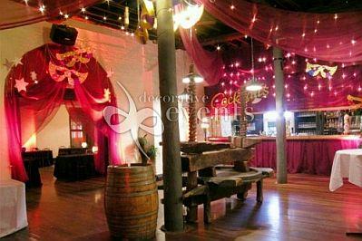 Salones para fiesta decorados con m scaras y for Salones decorados para 15