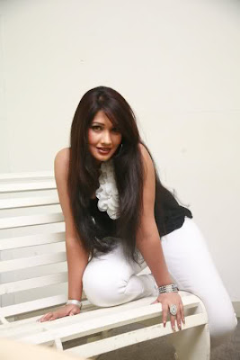 Piumi Shanika Botheju hot