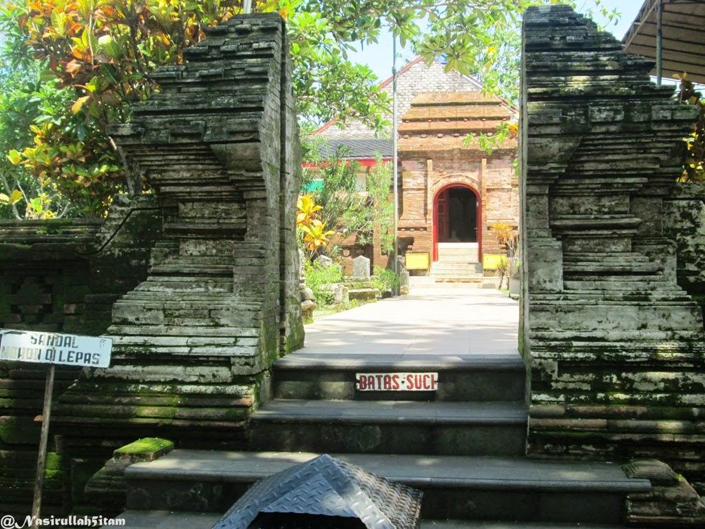 Memasuki makam Sunan Mantingan, Jepara
