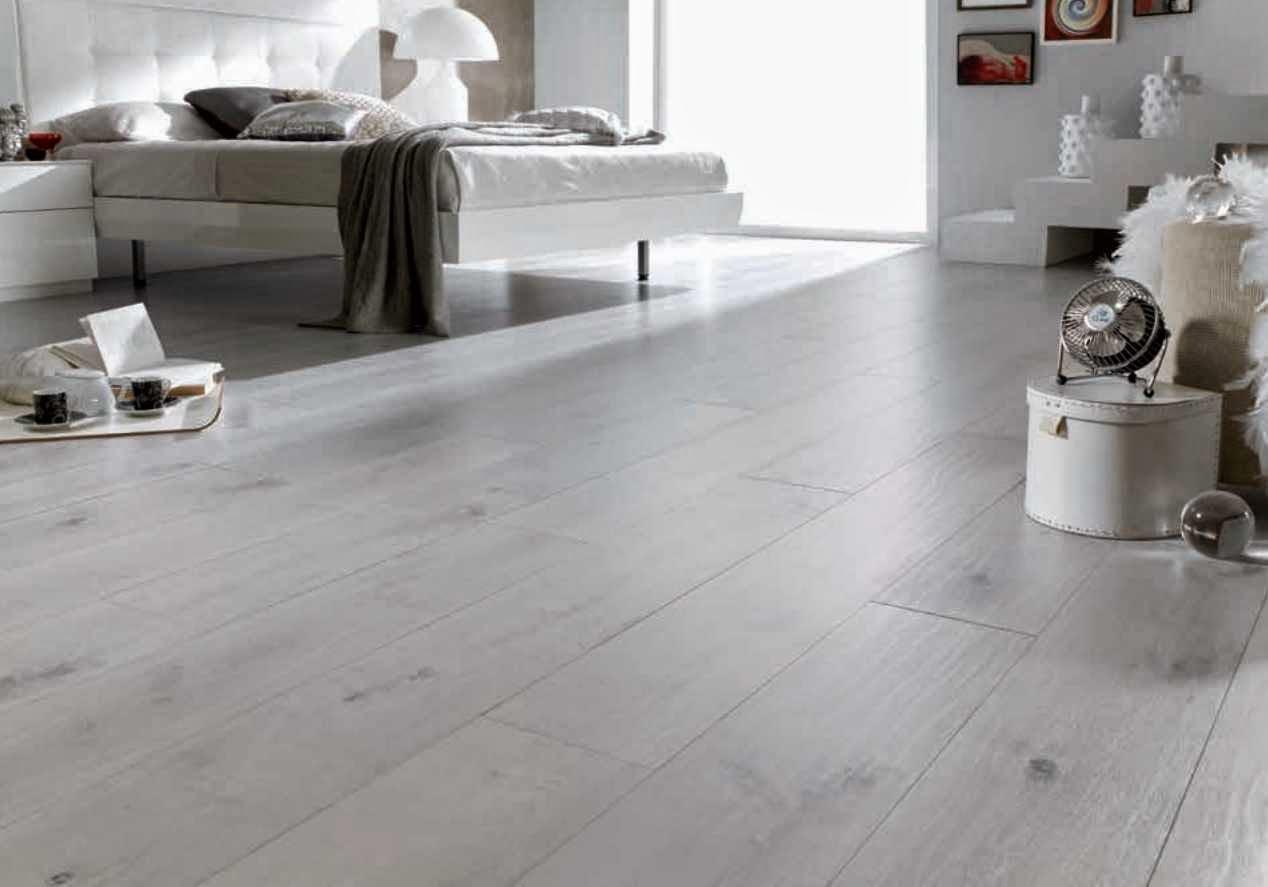 C mo elegir un suelo laminado adecuado for Suelo gris claro