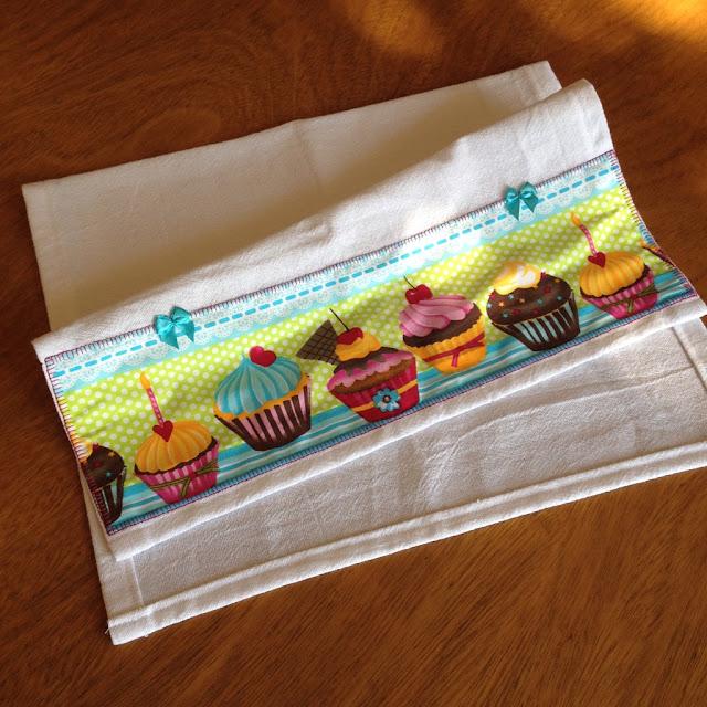 Pano de prato tecido cupcake | @ateliemadrica