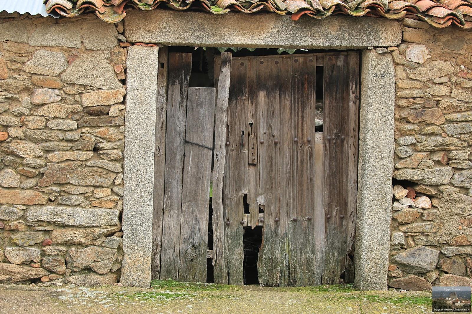 Bogajo salamanca puertas y ventanas antiguas en bogajo for Puertas grandes antiguas