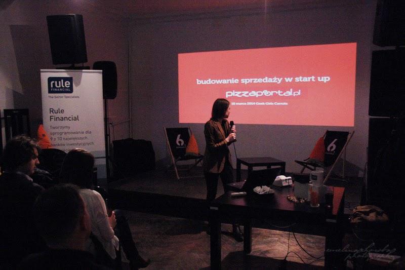 Wystąpienie Karoliny Zasada, Geek Girls Carrots, Rule Financial, 6 Dzielnica, spotkanie kobiet, branża IT, fotografia Ewelina Choroba