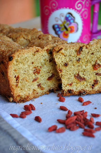 plum cake con farina d'avena e bacche di goji...e un piccolo segreto!!!!