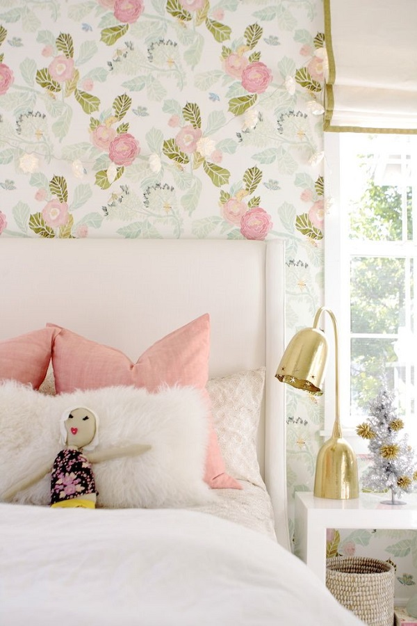 The peak of tr s chic cute nursery and kid 39 s spaces for Pretty wallpaper for walls