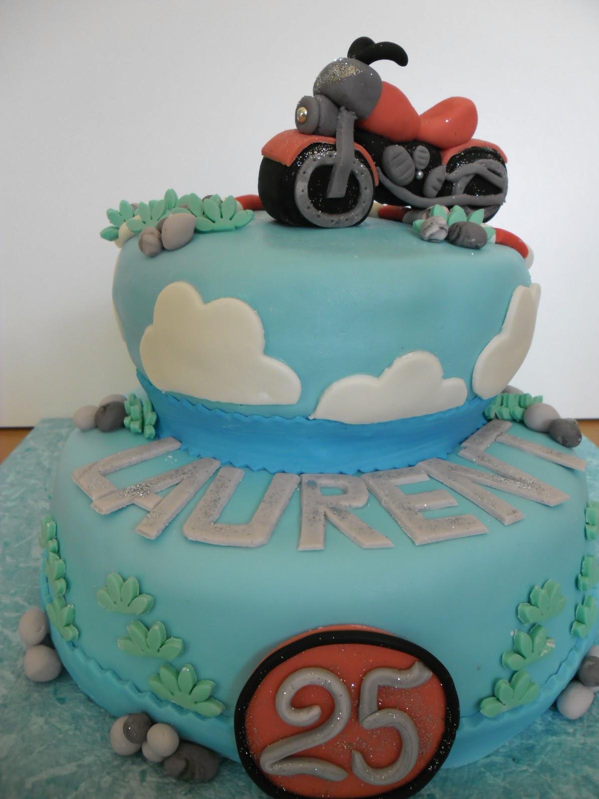 Populaire gâteau moto en pâte à sucre | GATEAUX D'ALINE UB11