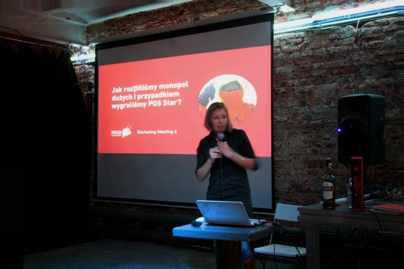 Magdalena Szmidt podczas wystąpienia na Marketing Meeting w Łodzi, spotknie branżowe, fotografia ewelina choroba