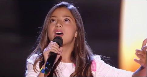 Evelyn canta Me cuesta tanto olvidarte de Mecano