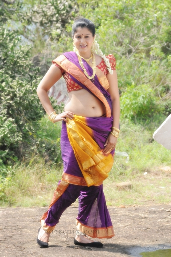 tamil-actress-Sheryl-brindo-traditional-saree