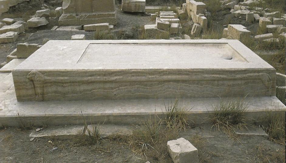 Mesas de momificación Egyptian+god+Apis+embalming+table