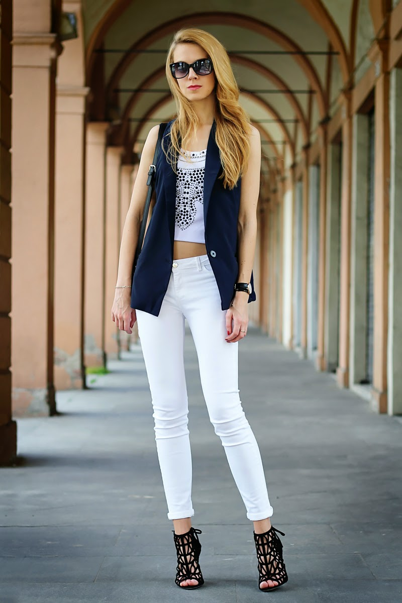 vest, white jeans, lace-up sandals, spring outfit