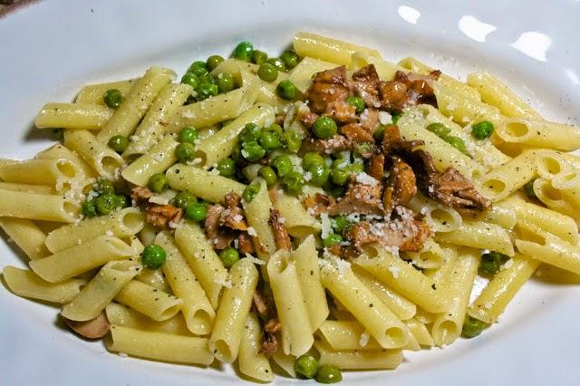 Chanterelle & Peas Pasta: simplelivingeating.com